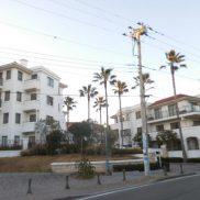 ペット可、緑あふれるマンションで湘南ライフを・・・海岸まで100m。サーファーさんにもお勧めのマンションです。